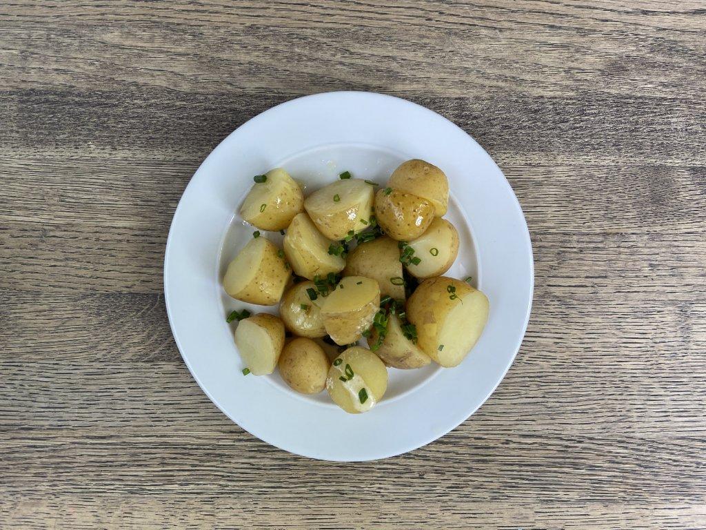 nove brambory ve slupce lokal