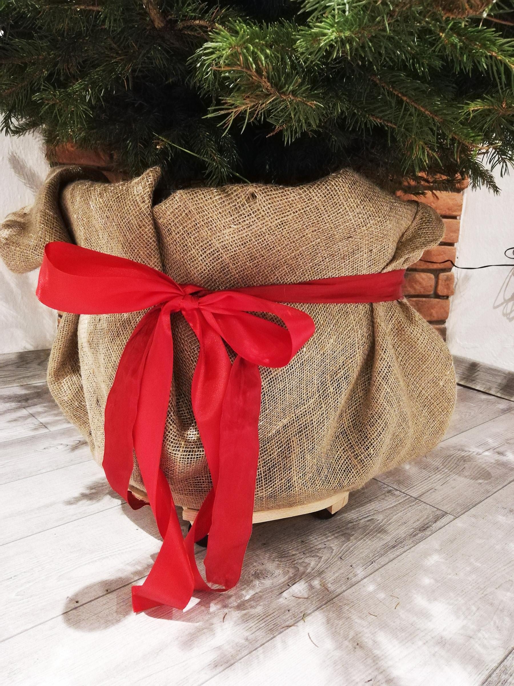 Objednaj ozdobné balenie kýbla pre svoj živý vianočný stromček