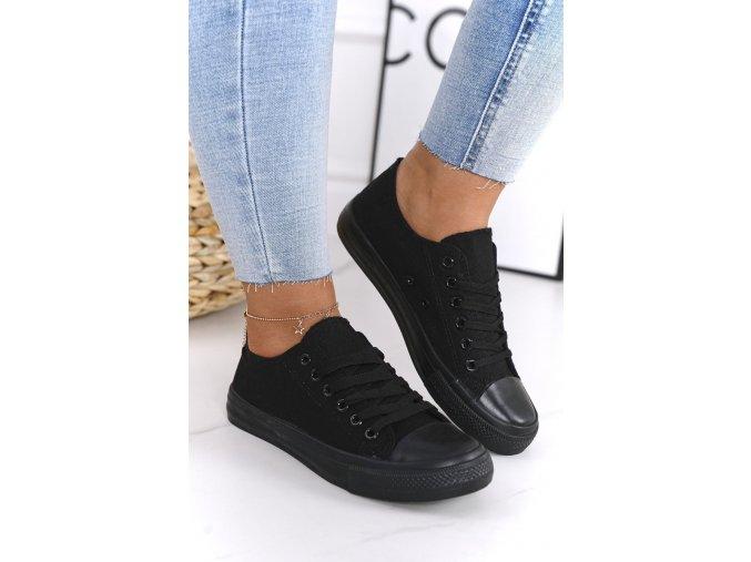 tenisky černé.