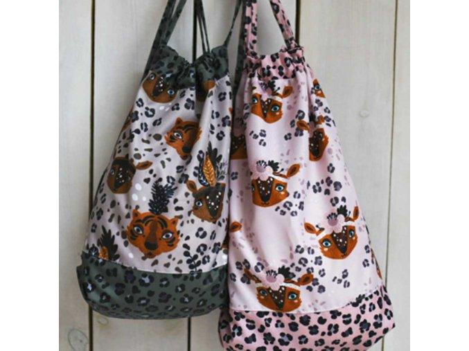 Bavlněná látka PREMIUM - Hlavy leopard růžový