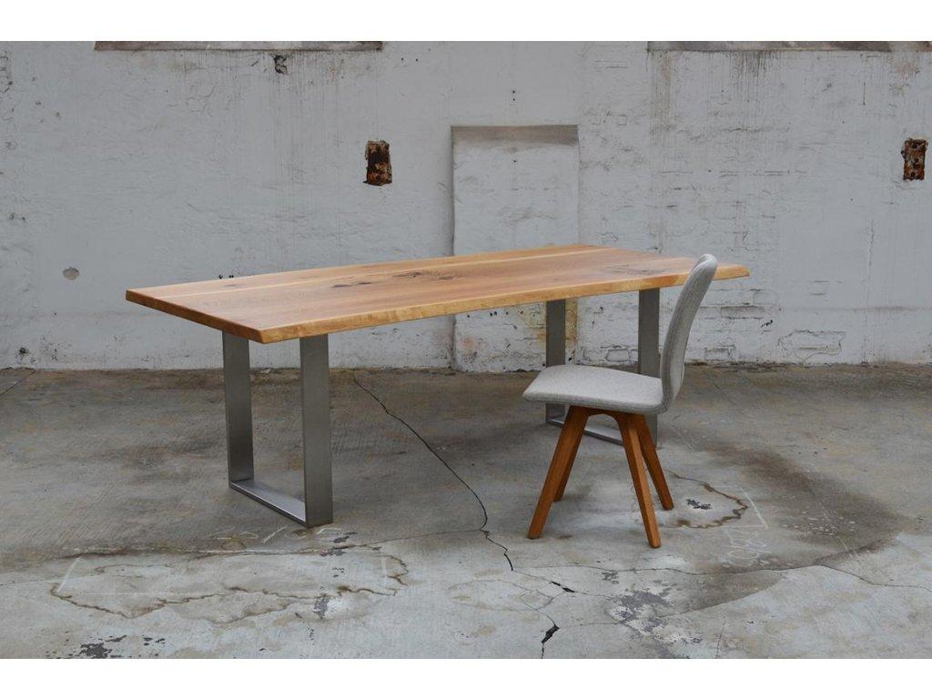 Jídelní stůl z dubového masivu v kombinaci s ocelovým rámem