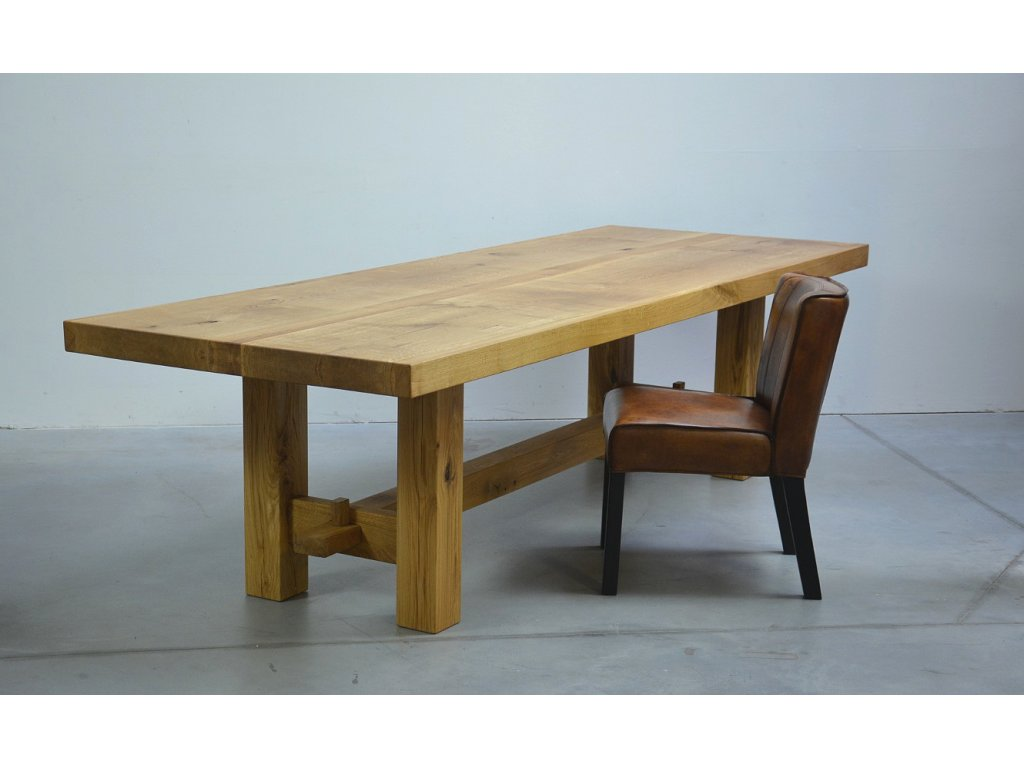 Jídelní stůl z masivního dubového dřeva
