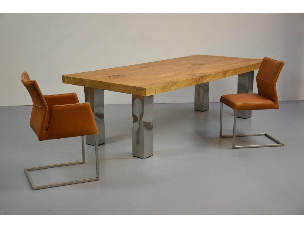 Dubový jídelní stůl s rámem z oceli