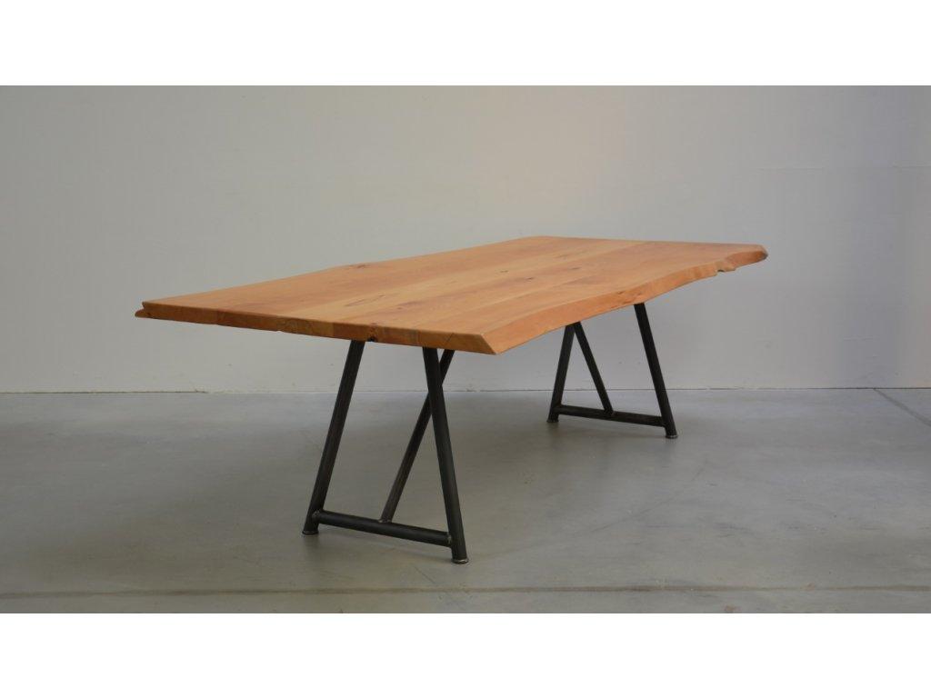 Jídelní stůl z bukového masivu v kombinaci s ocelovým rámem