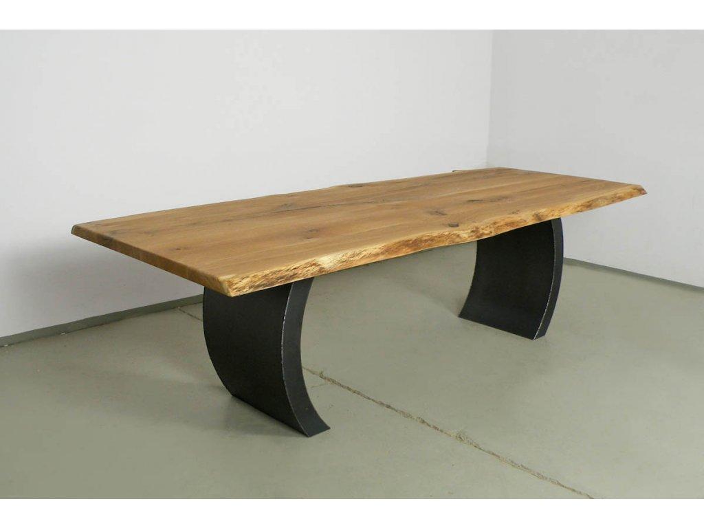 Dubový jídelní stůl se zahnutými ocelovými líci