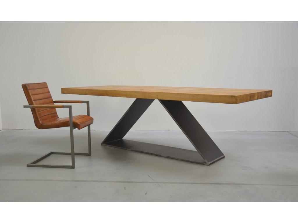 Dubový jídelní stůl se trojúhelníkovým rámem