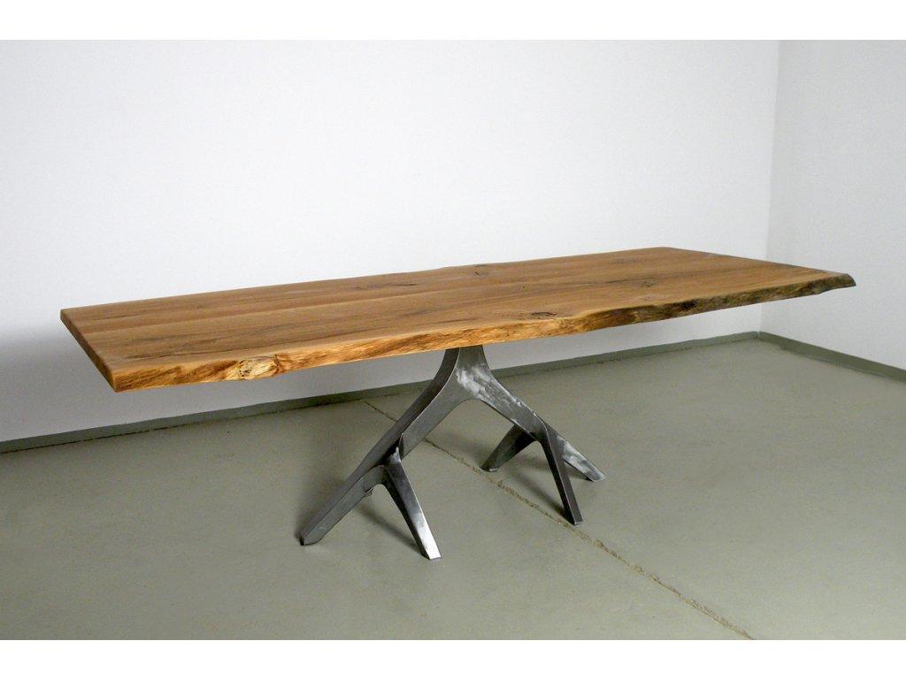 Dubový jídelní stůl s nestandartním ocelovým rámem