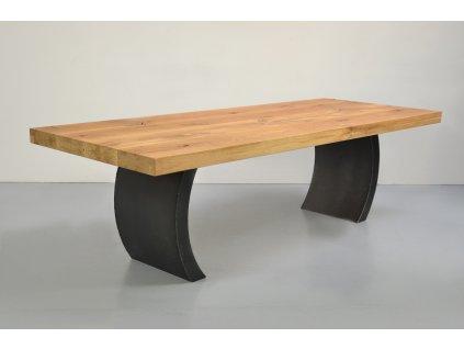 Bukový jídelní stůl se zahnutými ocelovými líci