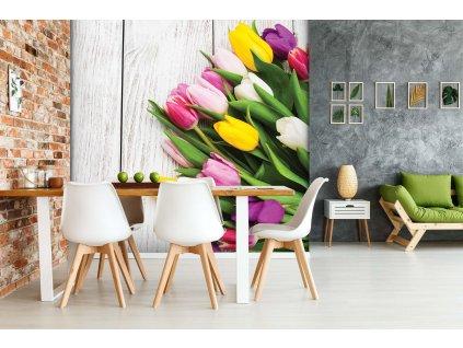 Tulipány na stole shutterstock 611362880 interier