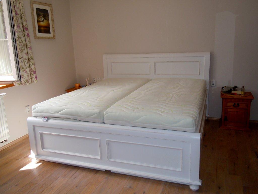 Velká Provence postel s úložnými šuplíky