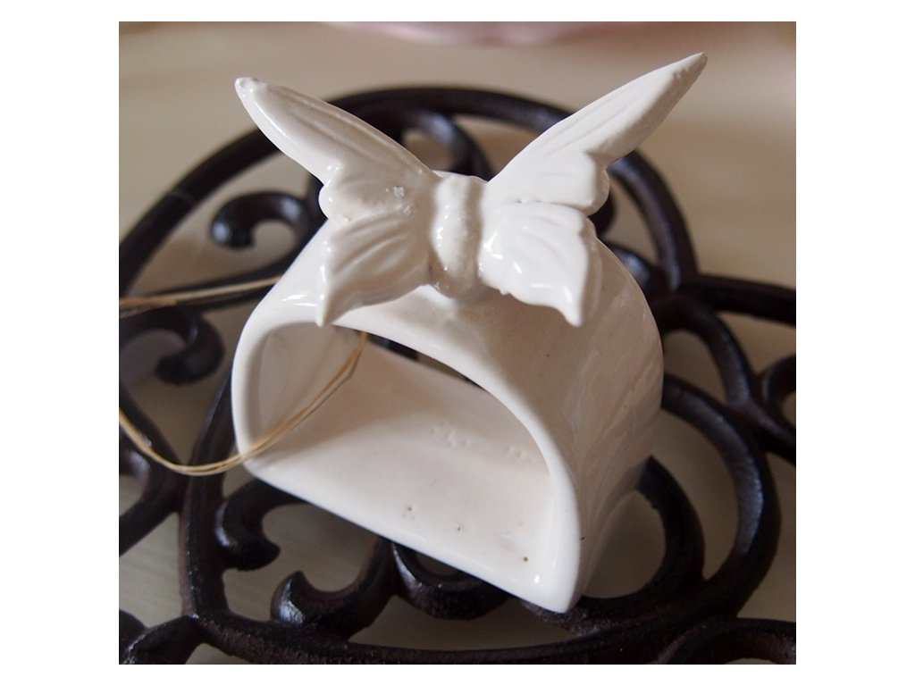 Kroužek na ubrousek s motýlkem
