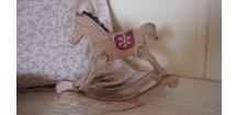 Kůň houpací dřevěný
