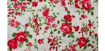 Červené růžičky na bílé