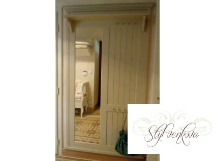 Předsíňová zrcadlová stěna
