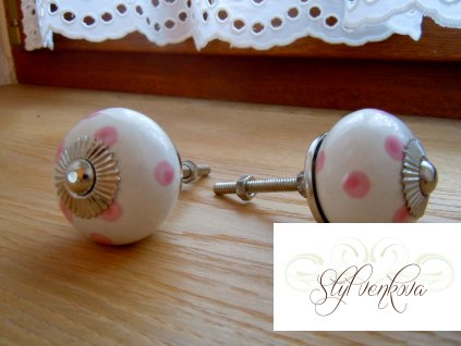 Knopka bílá růžový puntík