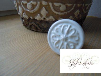 Porcelánová knopka bílá