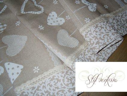 Zimní ubrus s dekorem srdíček a rukaviček