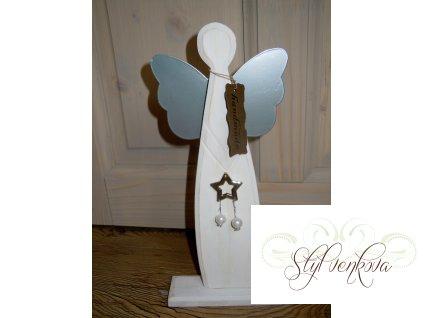 Dřevěný anděl menší