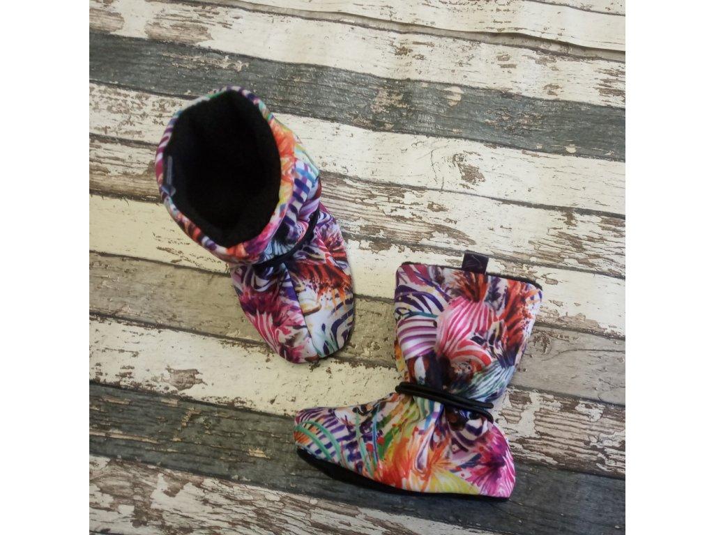 Nosicí botičky - válenky Yháček, flís, zebry/černé