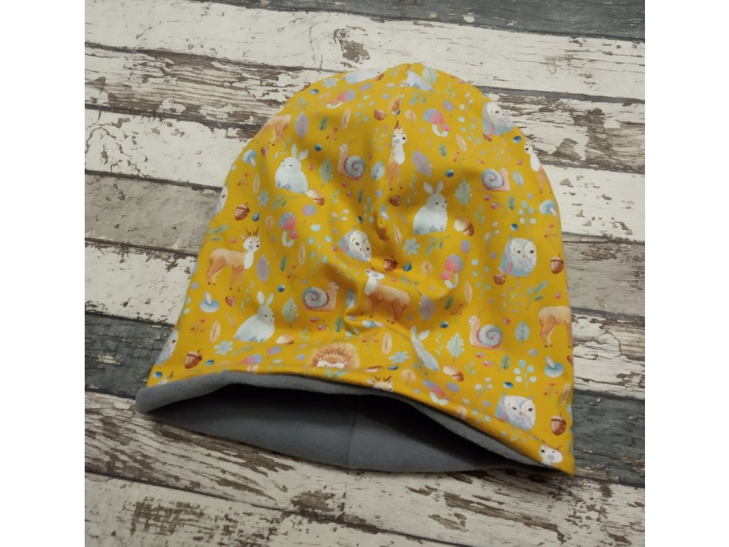 Šmoulí čepička Yháček, oboustranná, lesní zvířátka na žluté, flís