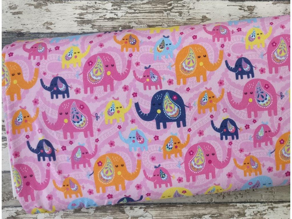 Úplet sloníci na růžové