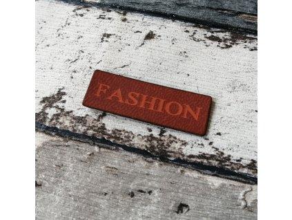 Štítek Fashion, cihlový nápis