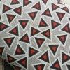 Úplet trojúhelník na šedé