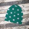 Šmoulí čepička Yháček, jednovrstvá, hvězdy na zelené