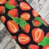 Úplet jahody na černé