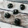 Brzdička velká, dvě dírky, temně khaki (vzhled černá)