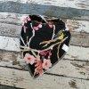 Slintáček s nákrčníkem Yháček, japonské květy