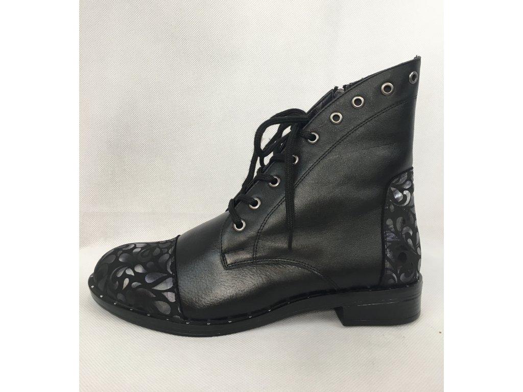 Černé kotníčkové boty s ornamenty