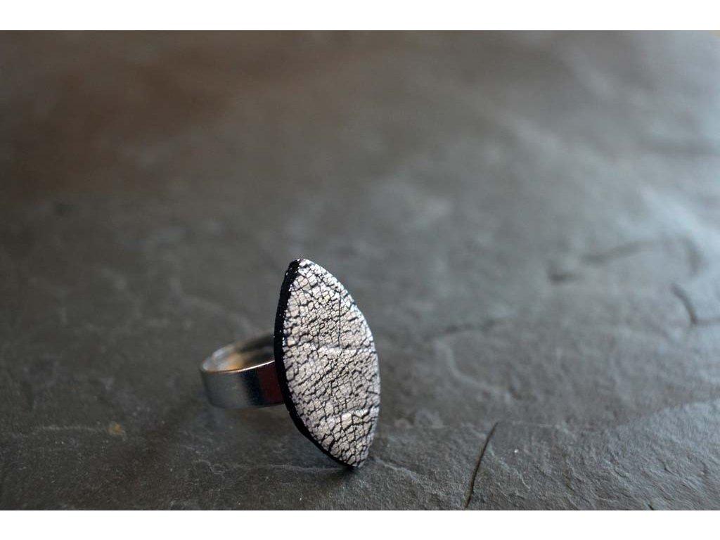 Prstýnek černo-stříbrný