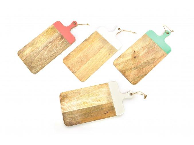 obdélníkový dřevěný prkénko s lakovanou rukojetí 50,5x22,5 cm