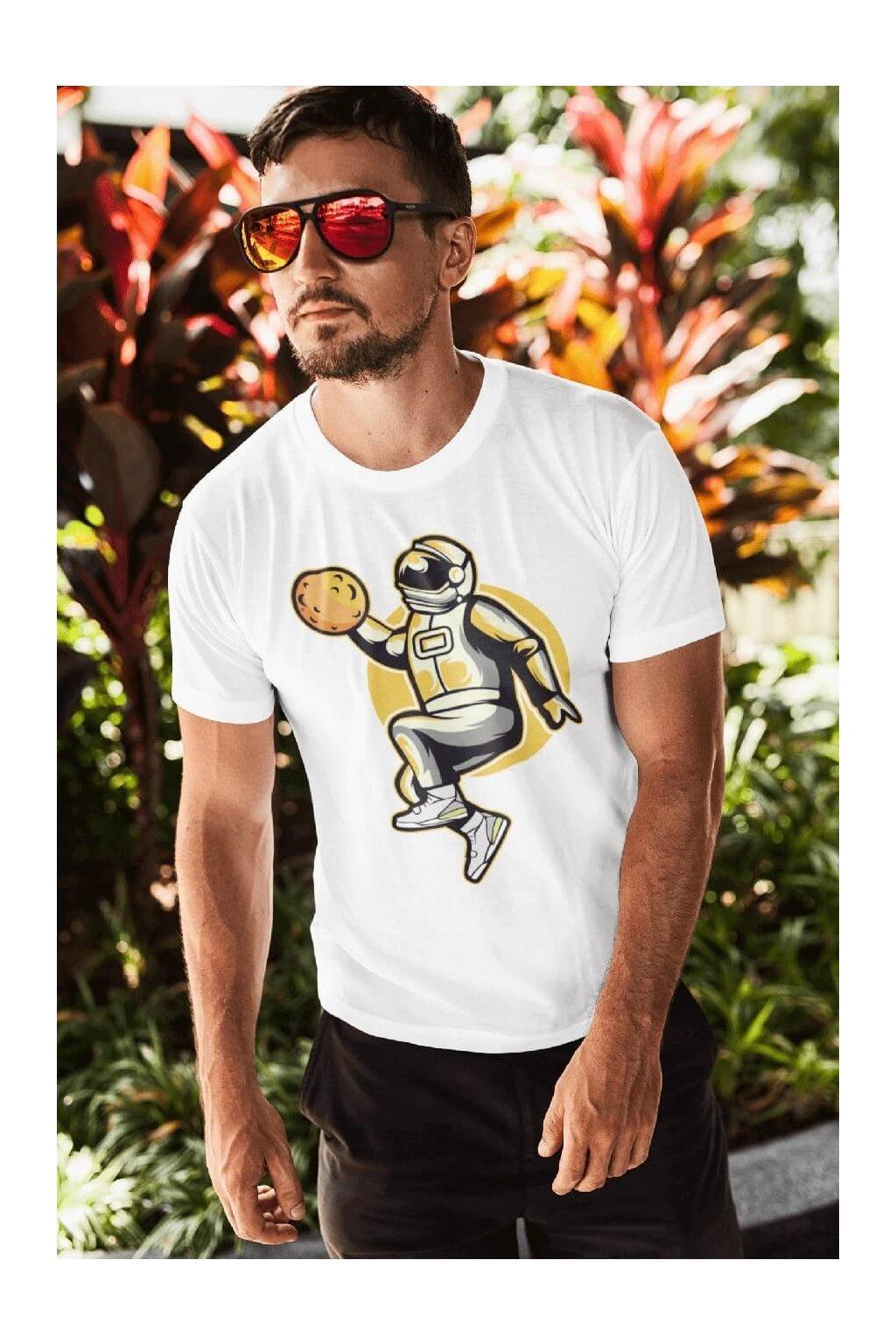 Pánske tričko Astronaut so žltým mesiacom
