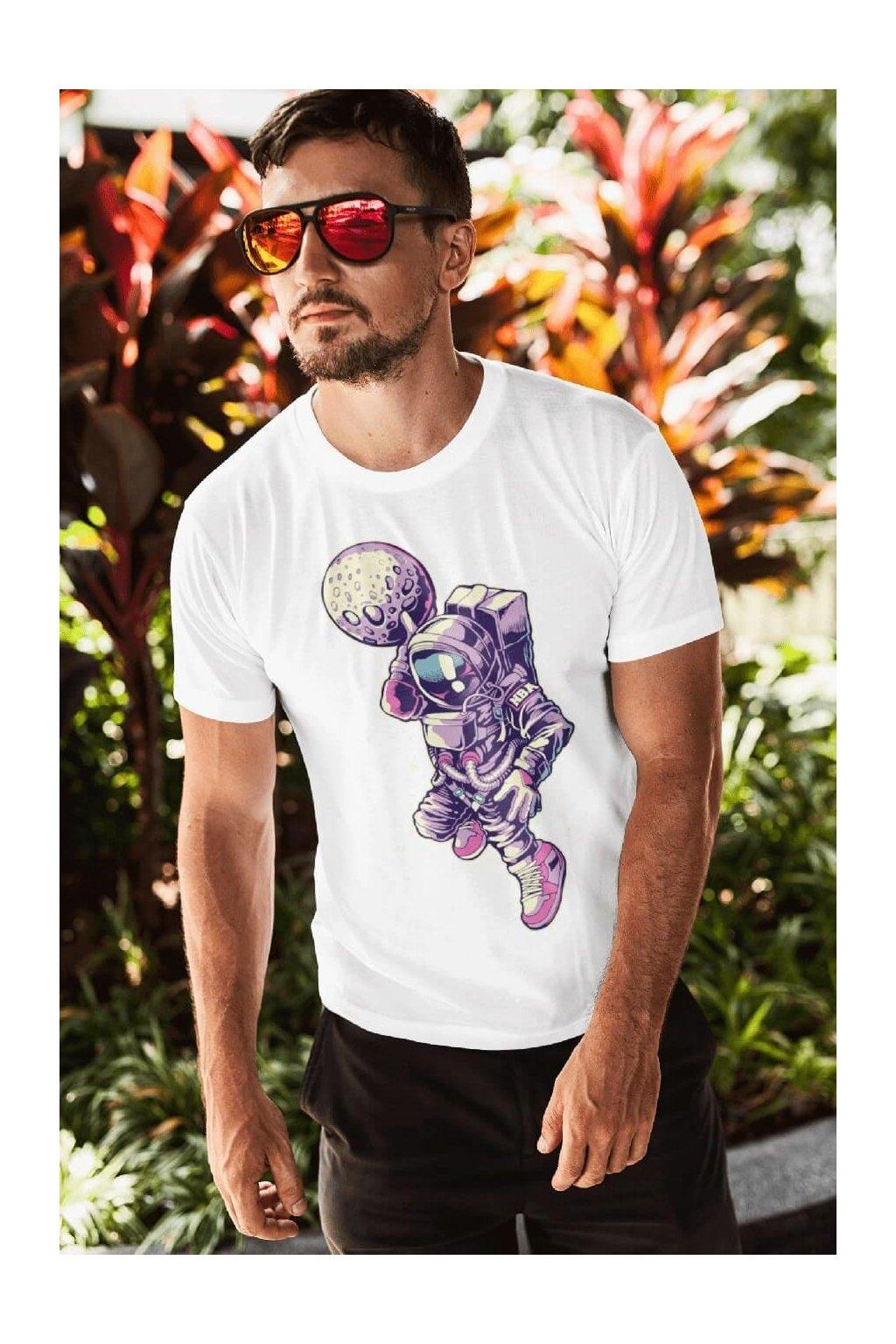 Pánske tričko Astronaut s mesiacom v ruke