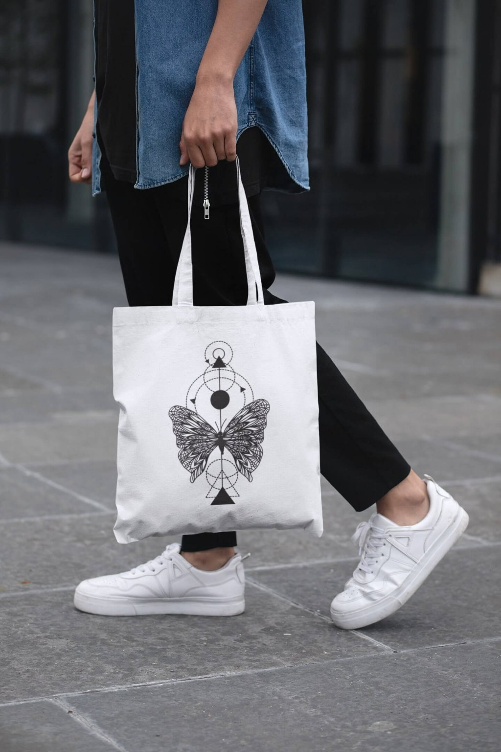 cropped face mockup of a man holding a tote bag in the street 29424 (9)