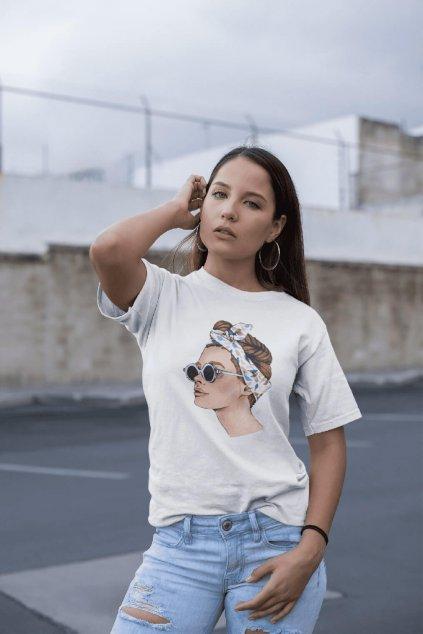 Dámske tričko Dievča so šatkou
