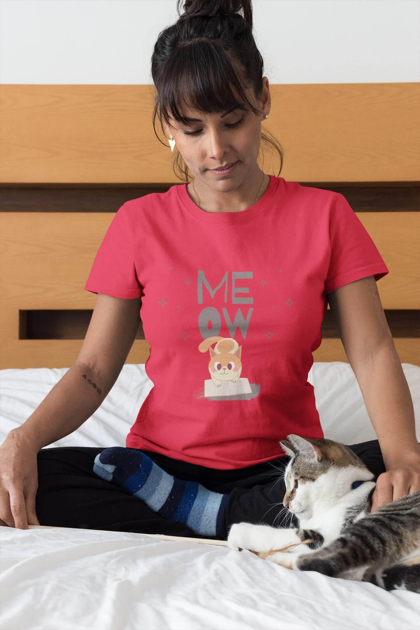 MMO Dámske tričko Mačička s knihou Vyberte farbu: Červená, Dámska veľkosť: S