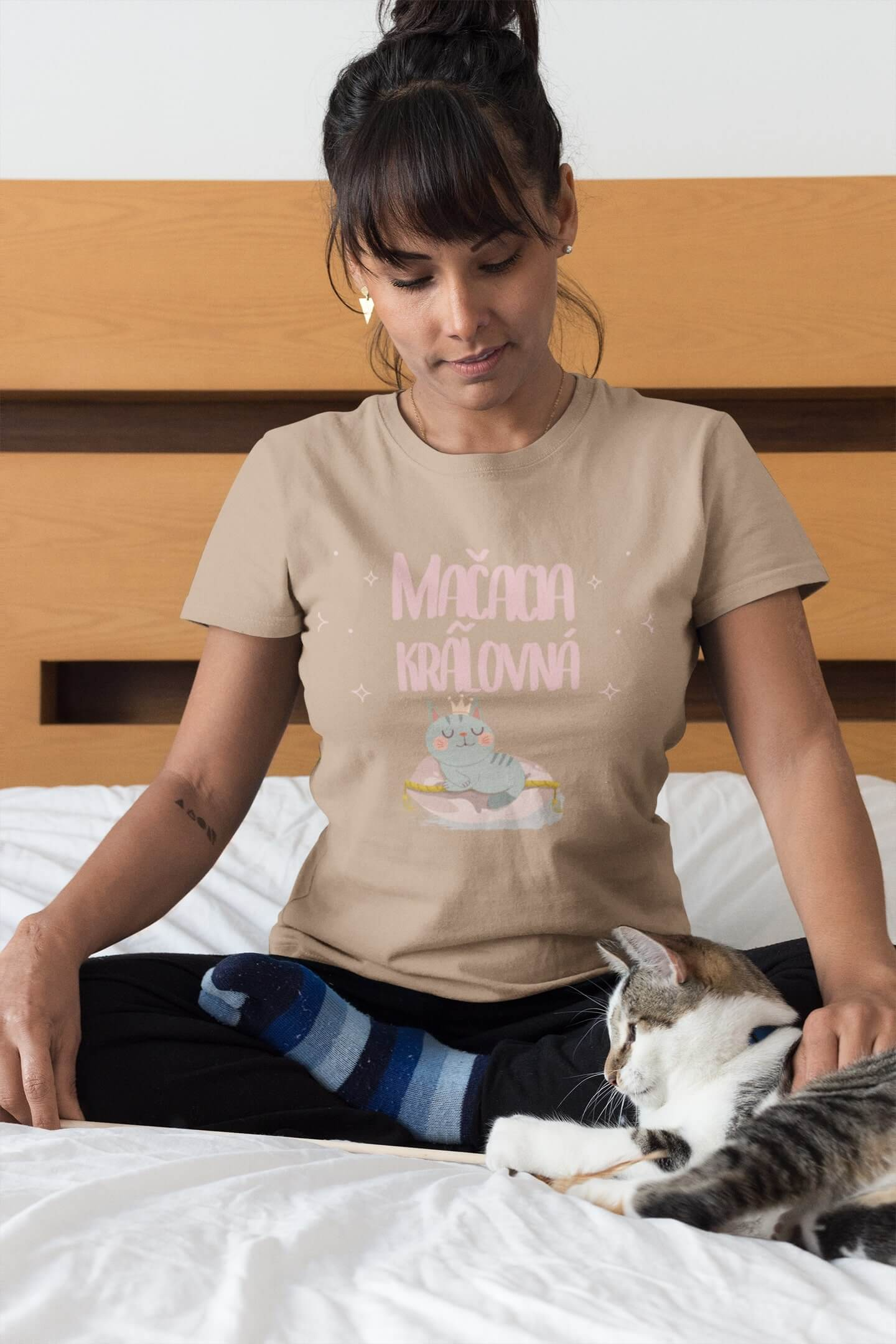 MMO Dámske tričko Mačacia kráľovná Vyberte farbu: Piesková, Vyberte veľkosť: XS