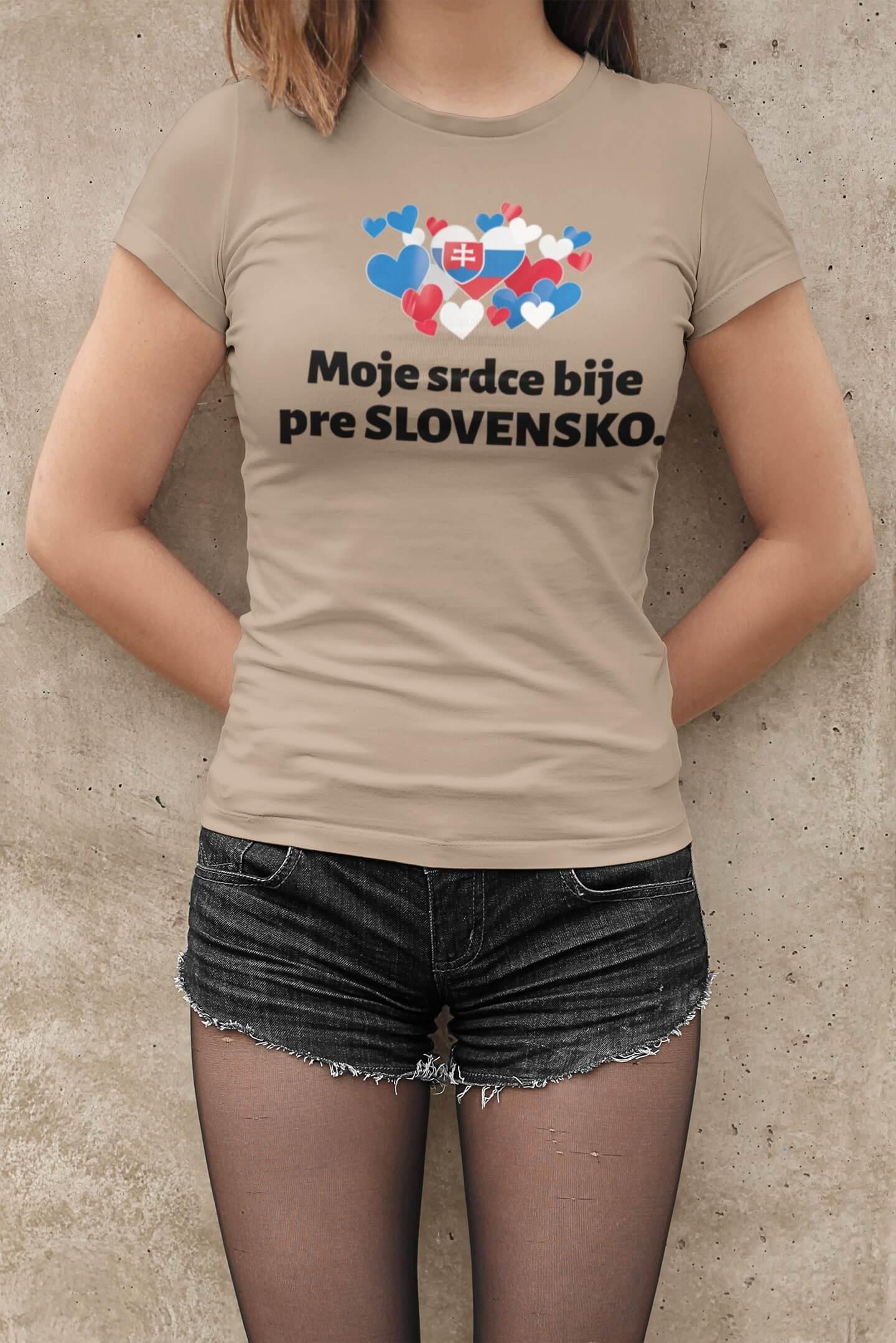 MMO Dámske tričko Srdce bije pre Slovensko Vyberte farbu: Piesková, Dámska veľkosť: M