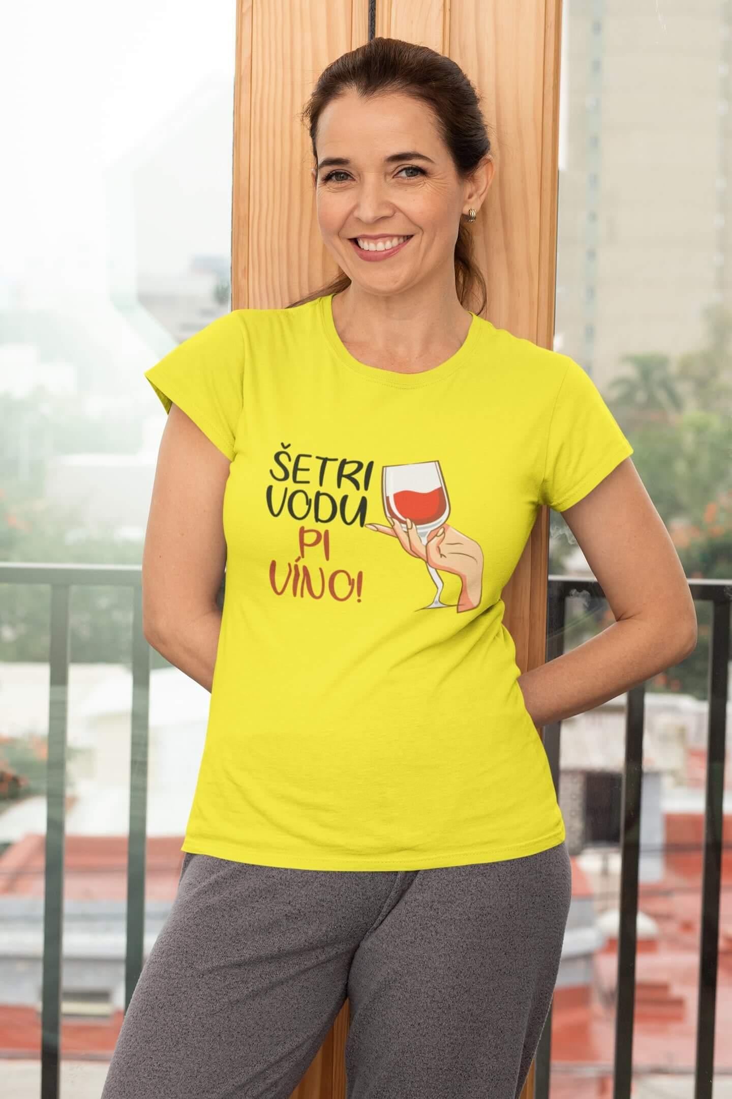 MMO Dámske tričko Pi víno! Vyberte farbu: Citrónová, Vyberte veľkosť: L