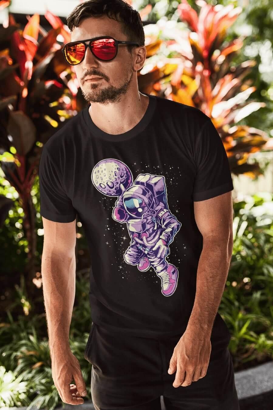 MMO Pánske tričko Astronaut s mesiacom v ruke Vyberte farbu: Čierna, Vyberte veľkosť: L
