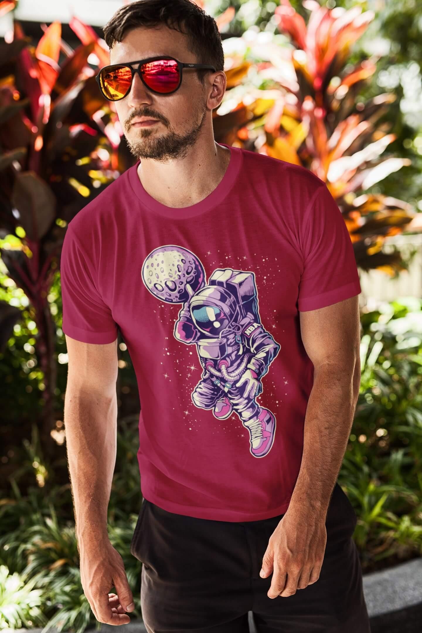 MMO Pánske tričko Astronaut s mesiacom v ruke Vyberte farbu: Marlboro červená, Vyberte veľkosť: S