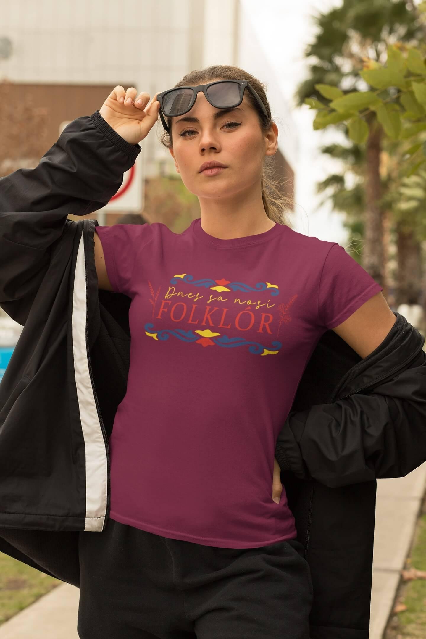 MMO Dámske tričko dnes sa nosí folklór Vyberte farbu: Fuchsiovo červená, Vyberte veľkosť: S