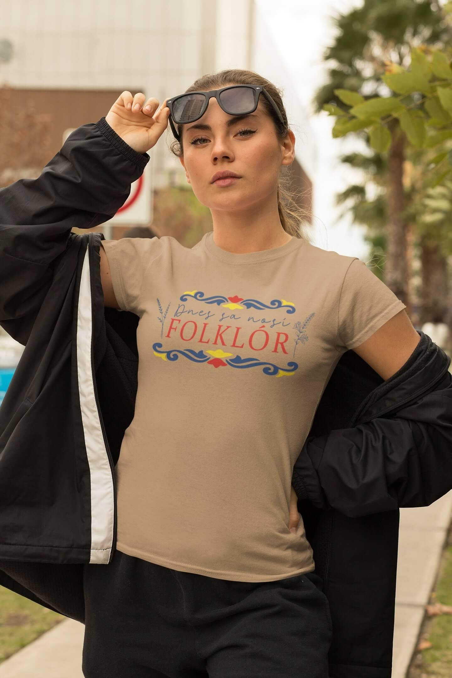 MMO Dámske tričko dnes sa nosí folklór Vyberte farbu: Piesková, Vyberte veľkosť: S