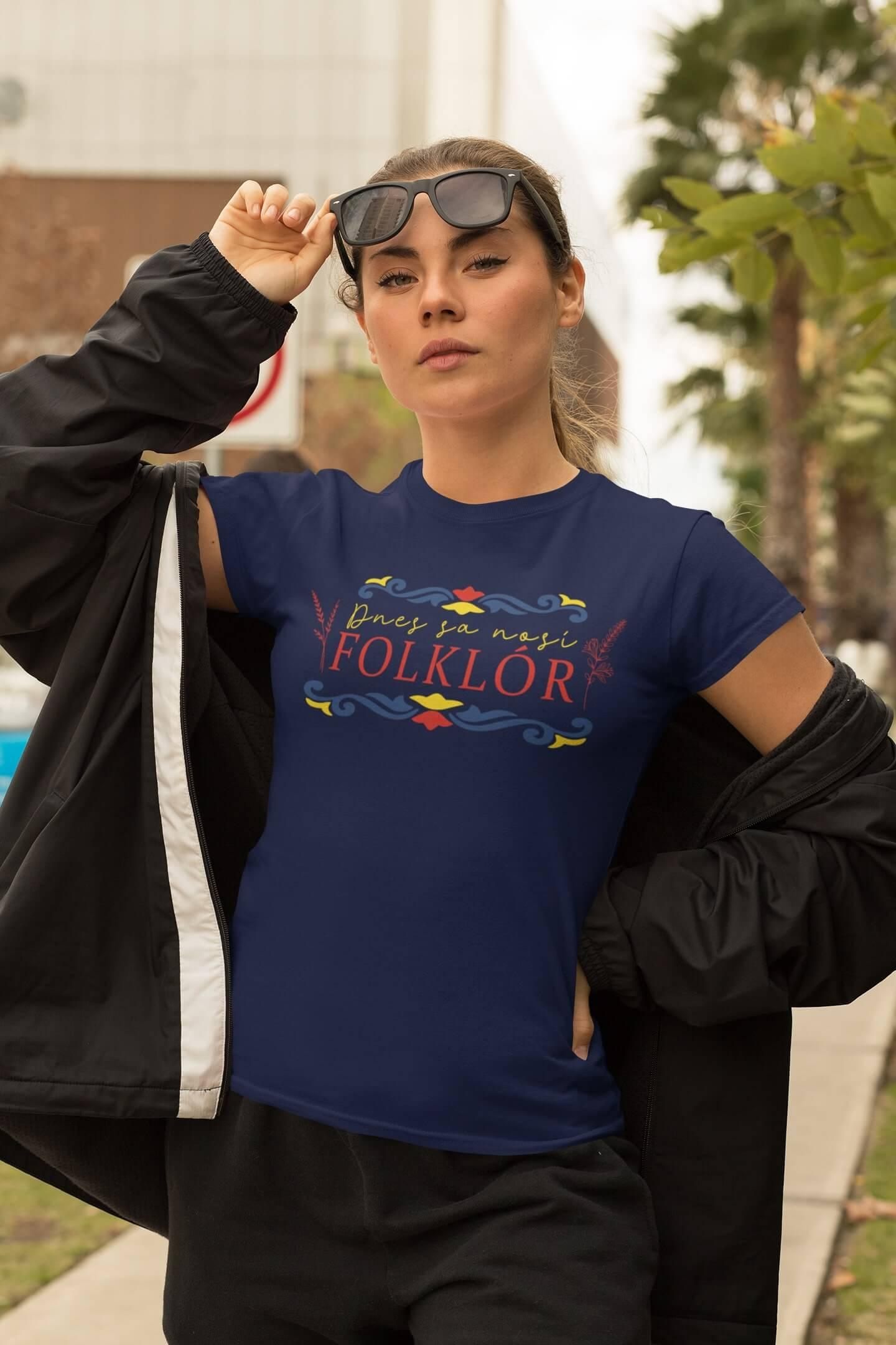 MMO Dámske tričko dnes sa nosí folklór Vyberte farbu: Polnočná modrá, Vyberte veľkosť: S