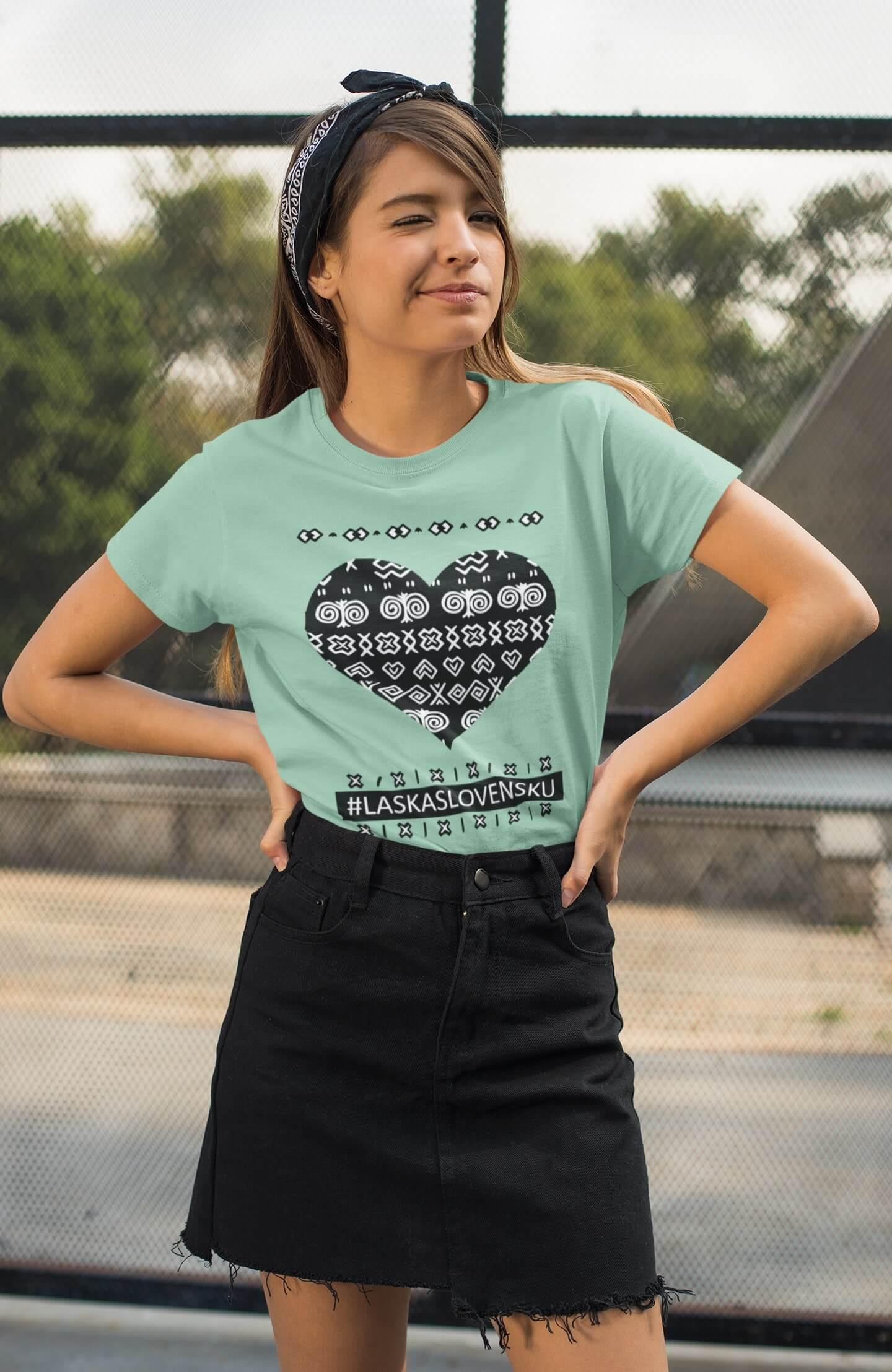 MMO Dámske tričko Láska Slovensku Vyberte farbu: Mätová, Vyberte veľkosť: XS