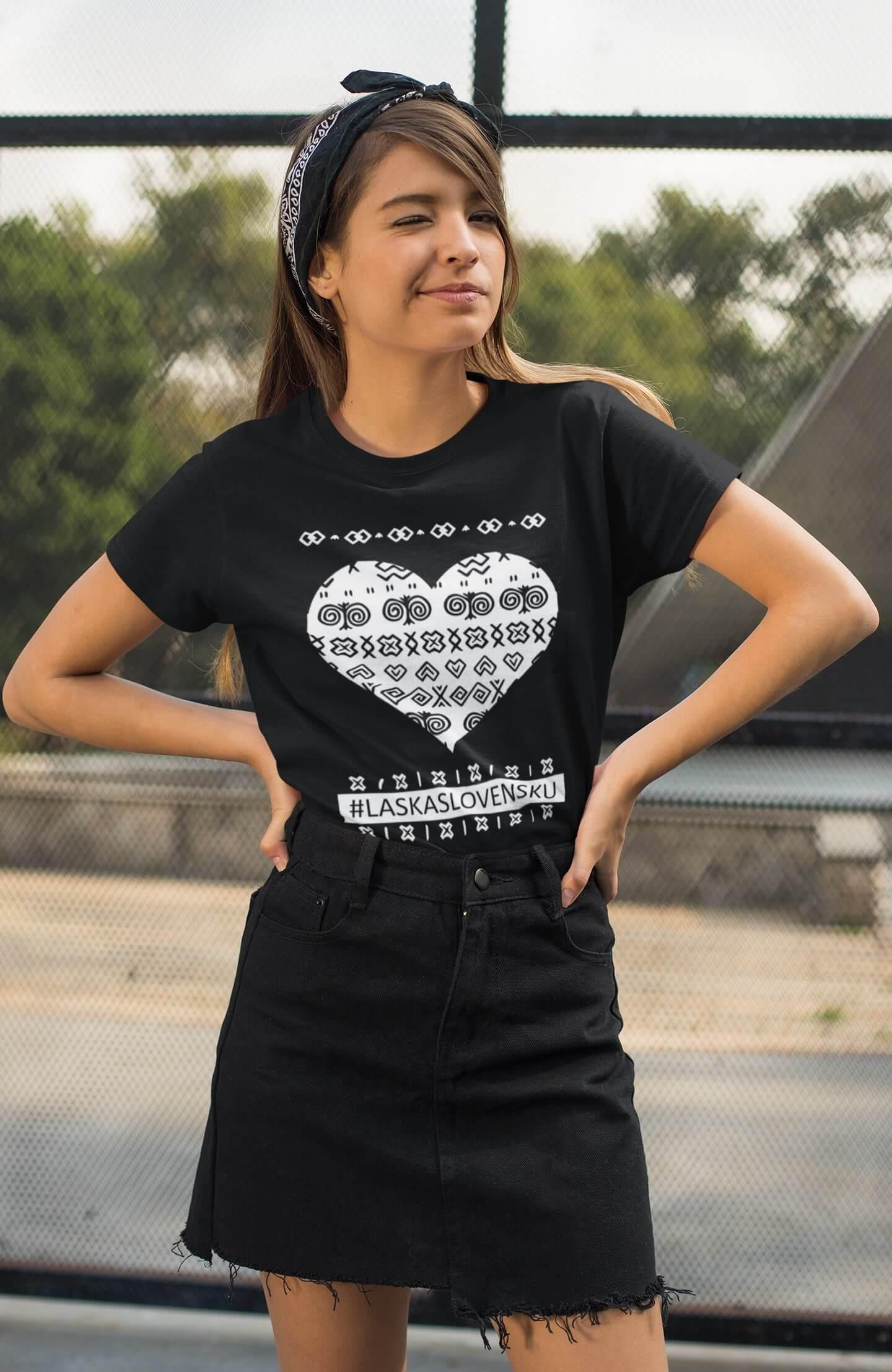 MMO Dámske tričko Láska Slovensku Vyberte farbu: Čierna, Vyberte veľkosť: XS