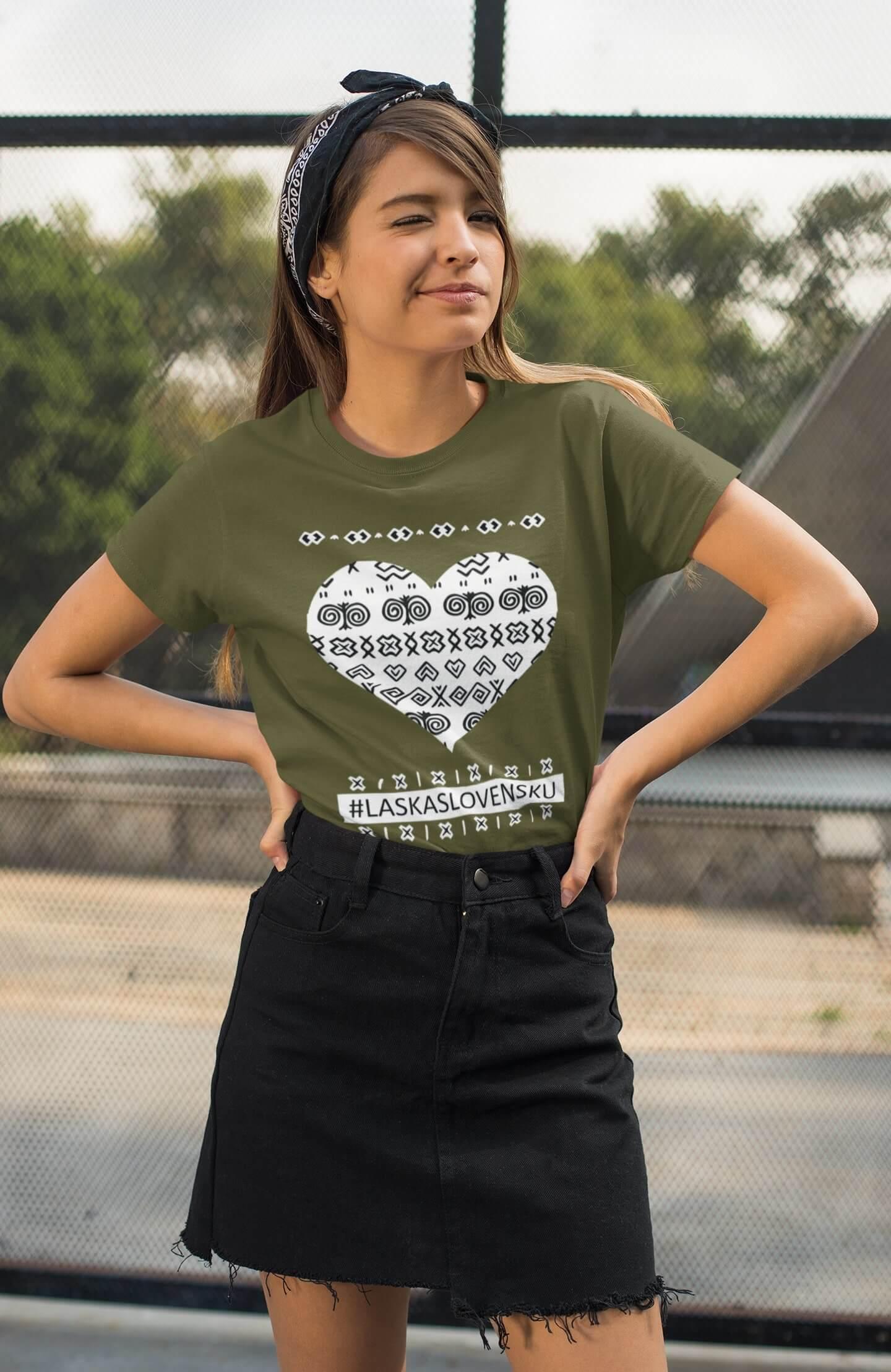 MMO Dámske tričko Láska Slovensku Vyberte farbu: Khaki, Vyberte veľkosť: XS